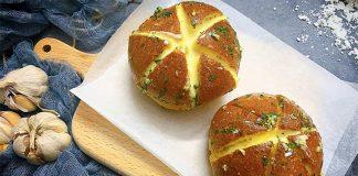 Bánh mì phomai bơ tỏi mua ngoài hàng phải trên 50k/chiếc, vậy tự làm tại nhà thì sao?