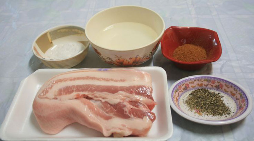 Ingredients to be prepared include only meat and spices